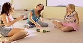 spin the bottle lesbians