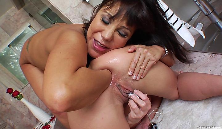 Latina fist fuck, dancing naked lady
