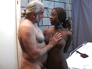 Xxx black girl using dildo