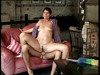 Elle baise avec son fils - 674