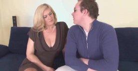 Maman francaise baise anal