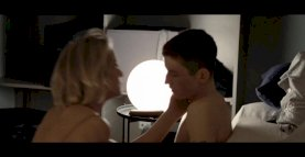 Reife Frau und junger Mann # 1 (Königin der Herzen)